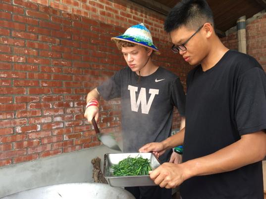 華大學生在埔鹽鄉大有社區農事體驗