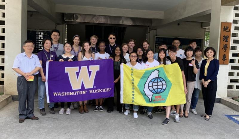 華盛頓大學與彰化師範大學地理學系師生合照