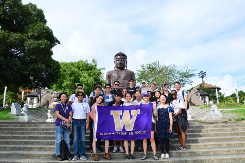華盛頓大學與彰師大地理系師生於八卦山進行生態導覽課程