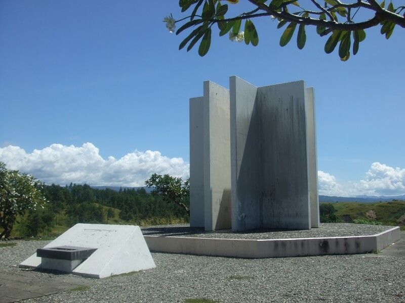 Guadalcanal-monument-japanese-soldiers